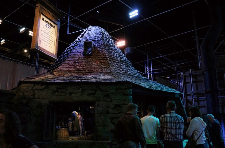 Hagrids Hut Outside Set